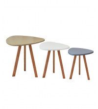 Ensemble de Trois tables scandinaves triangulaires