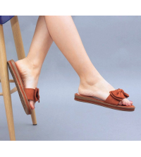 Claquette LC 03 Marron - Nubuck - Papillon Design - Plat - Pour Femme